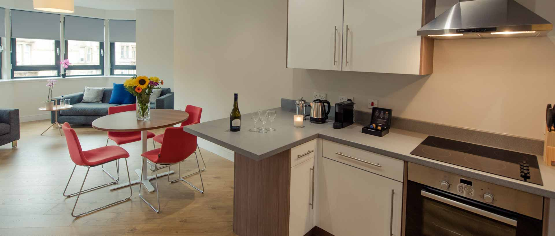 PREMIER SUITES PLUS Glasgow Bath Street fully equipped kitchen