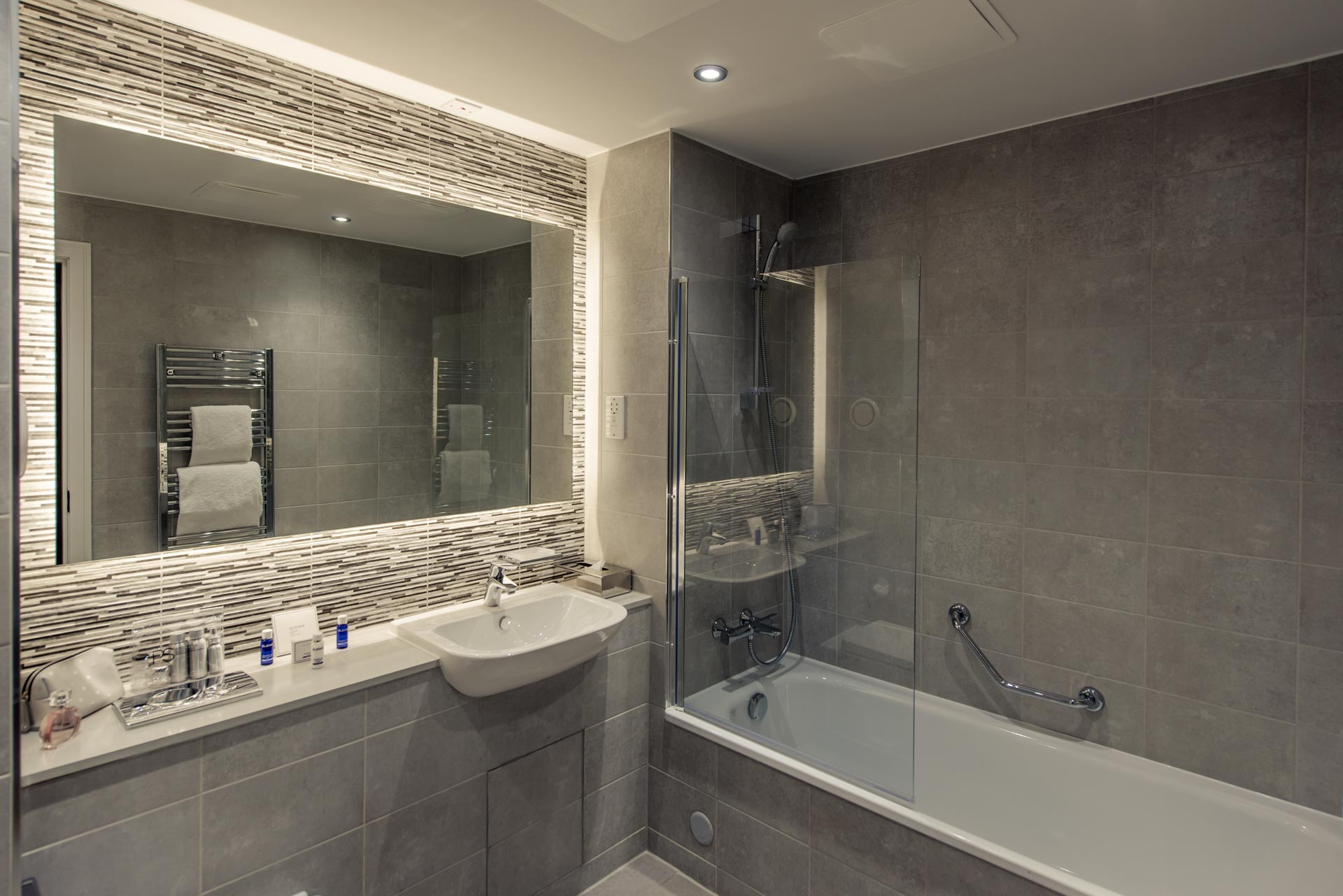 Modern bathroom PREMIER SUITES PLUS Glasgow Bath Street