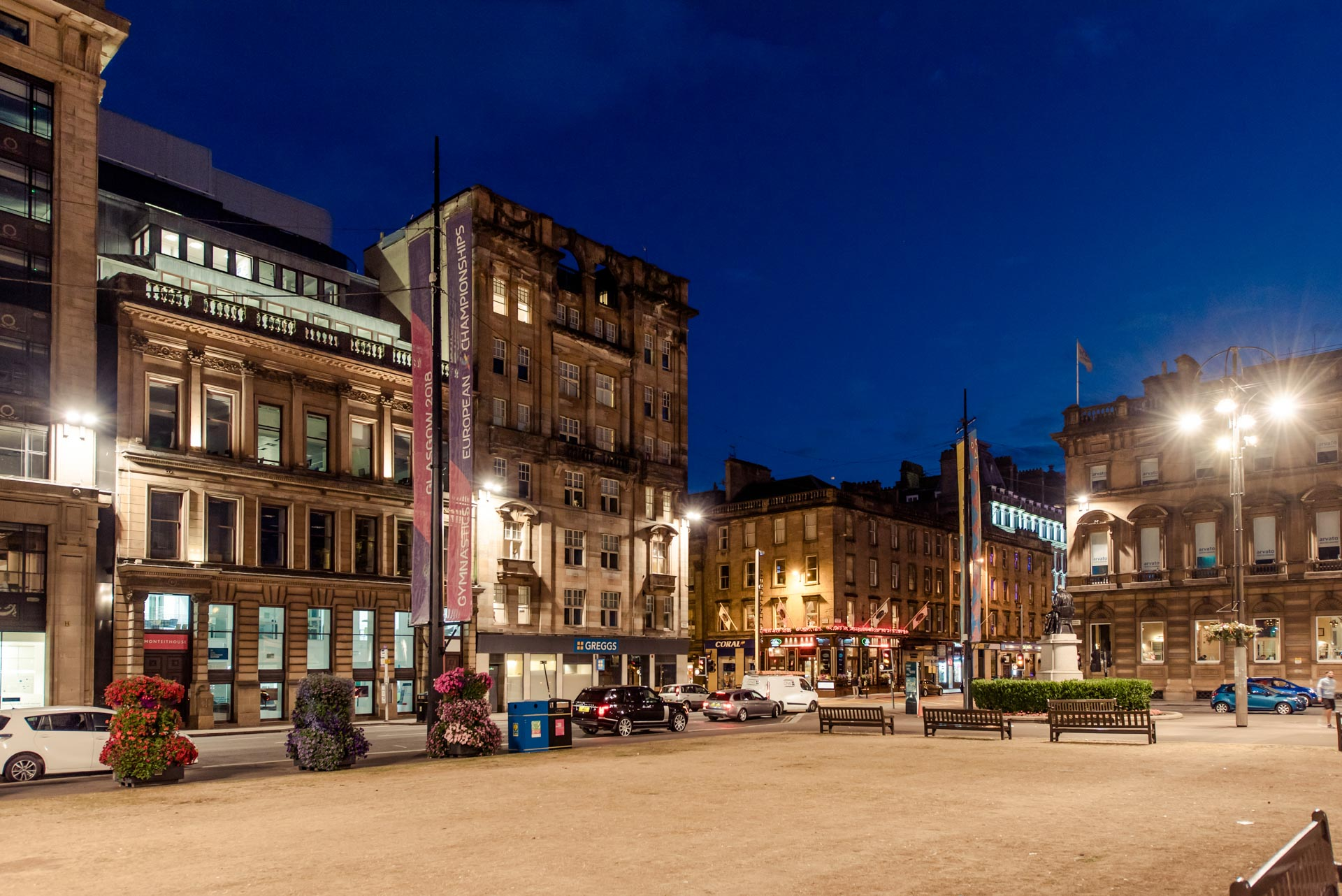 George Square at nightime PREMIER SUITES PLUS Glasgow Bath Street